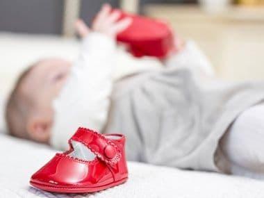 Как выбрать первую обувь ребенку