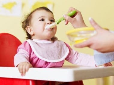 Меню ребёнка на искусственном вскармливании месяц за месяцем